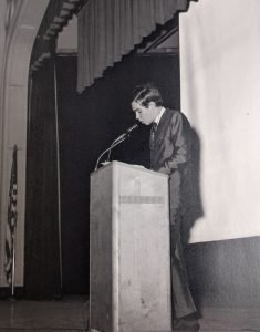 Durval de Noronha speaks to the Assembly of Students - Hall High, 1969.